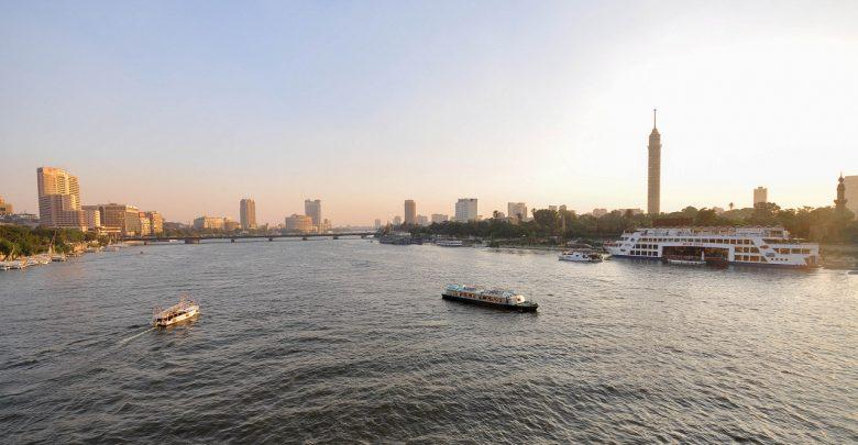 الفرق بين النهر والبحر