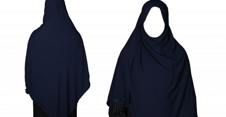 حوار بين شخصين عن الحجاب